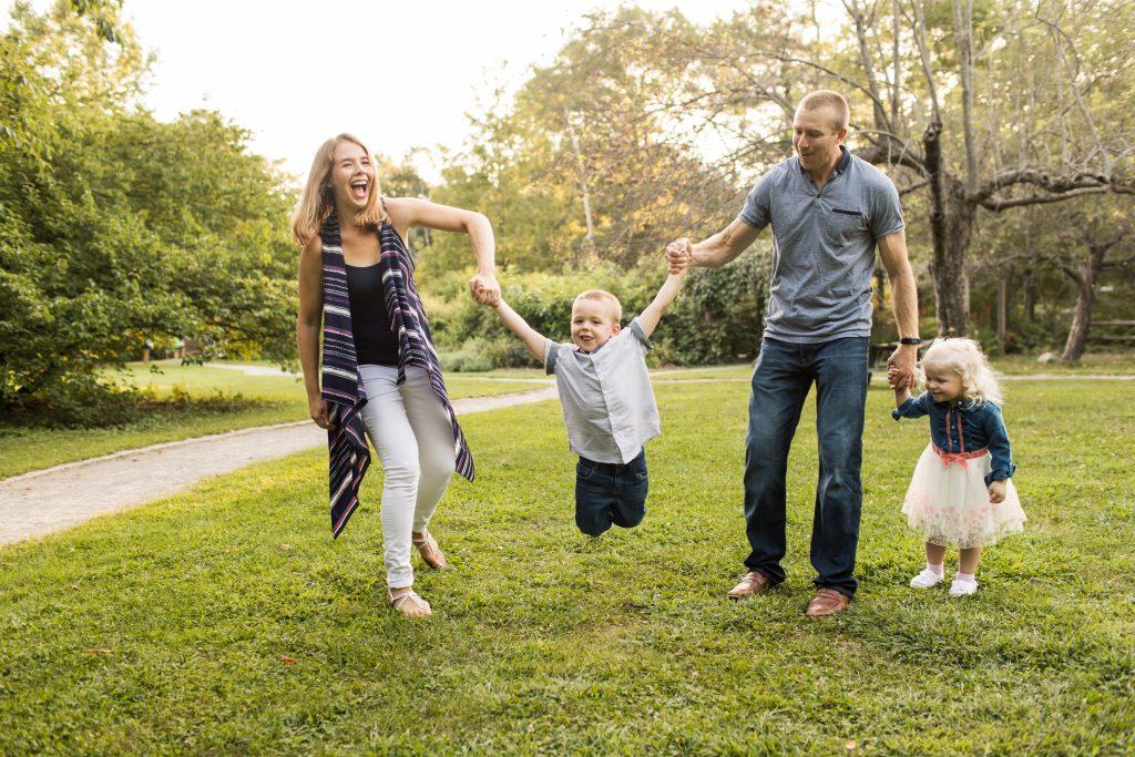 Family Photo Outfits - Lyndsay Hannah Photography Boston Family Photographer